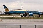 VN-A862 Vietnam Airlines Boeing 787-9 Dreamliner departing on Runway18 to Hanoi (HAN VVNB) @ Frankfurt Rhein-Main International (FRA EDDF) 19.11.2017 (38468109516).jpg