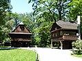 Valašské muzeum v přírodě, radnice (vlevo) a Billův měšťanský dům.JPG