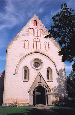 Valjala kirik 2005.jpg