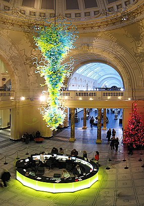 In 2000, an 11-metre high, blown glass chandelier by Dale Chihuly was installed as a focal point in the rotunda at the V&A's main entrance. VandA Rotunda.jpg