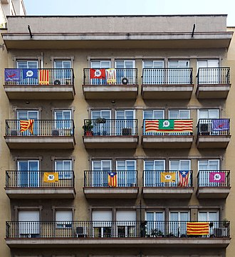 Senyera - Different versions of the Senyera displayed in Barcelona during the 2017 independence referendum campaign