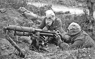 File:Vickers machine gun crew with gas masks.jpg - Wikimedia Commons