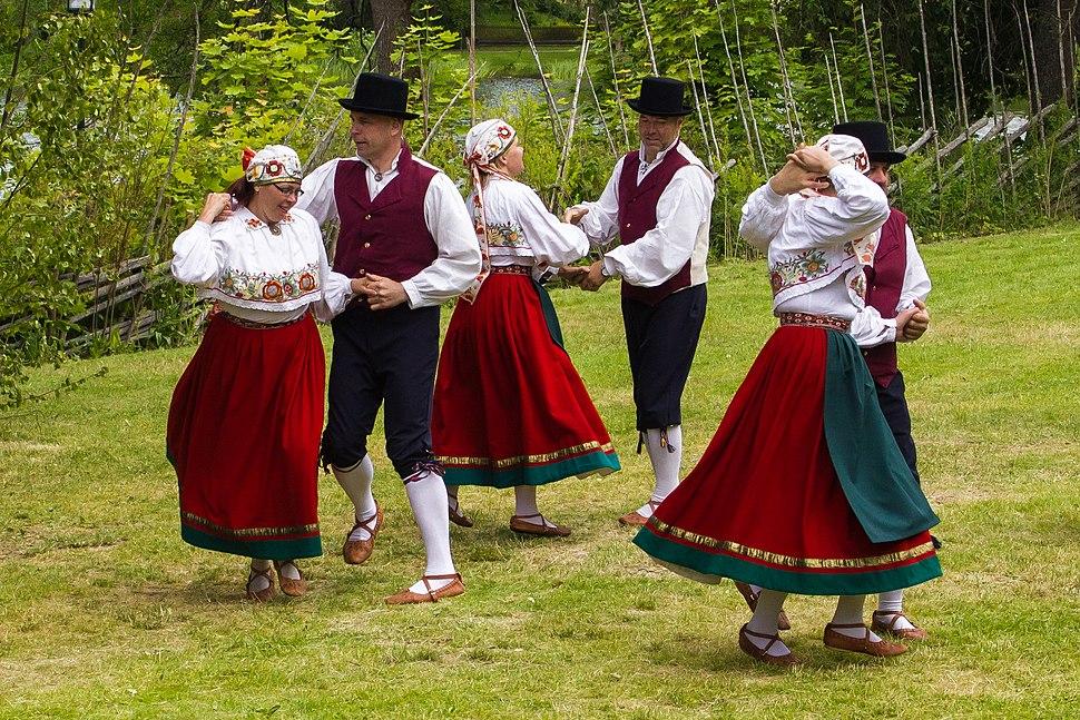 Viljandi folkdanslag på Hedemora gammelgård 2014 01