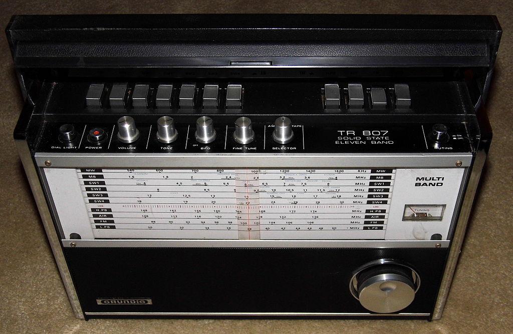 File:Vintage Grundig Multi-Band Radio, Model TR-807. 11