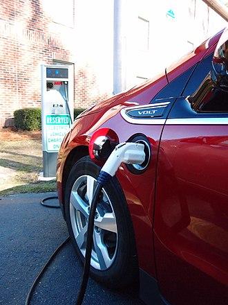 Hybrid vehicle drivetrain - Chevrolet Volt charging