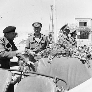 Ian Erskine - Erskine (centre) with Bernard Montgomery (left) in Sfax.