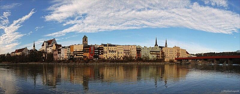File:Wasserburg am Inn Panorama.jpg
