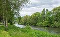 Weg und Landstreifen entlang der Sauer im Park Echternach 01.jpg