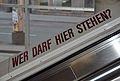 Wer darf hier stehen?, Hauptbibliothek Wien.jpg