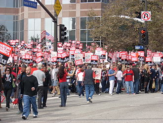 2007–08 Writers Guild of America strike - Image: Wga rally ave stars crossing street