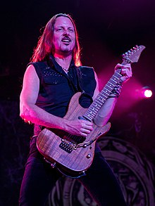 Reb Beach performing in 2015
