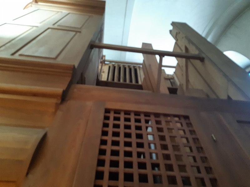 Datei:Wien Orgel Kalvarienbergkirche SW und Pedal.jpg