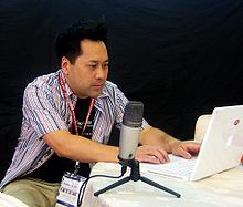 Wikimania2007 Andrew Lih with mic.jpg