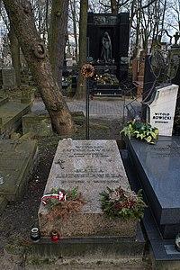 Witold Lutosławski - grób.jpg