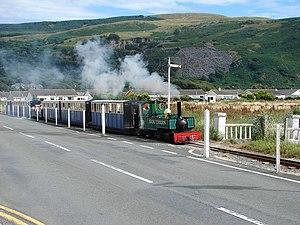 Fairbourne Railway - Yeo heading along Beach Road towards Penrhyn Corner.