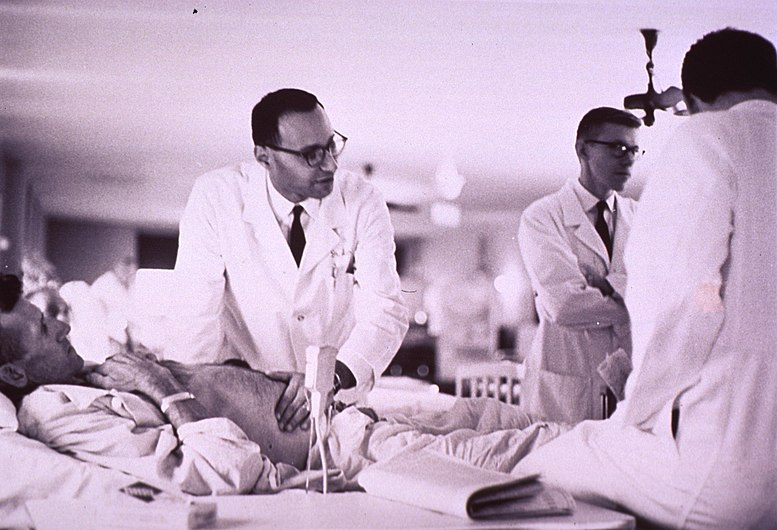 (Physician examining a patient at bedside) (4645106158).jpg