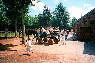 École Saint-Joseph - Few École Saint-Joseph' pupils in a horse-drawn cart after the end-of-year show at Institution Saint-Michel (June 1997).