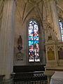 Église de Chaumont en Vexin vitrail déambulatoire 2.JPG