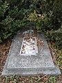 Невідомий надгробок поблизу поховань Софії Ілевич, родини Винарів, цвинтар на пагорбі Федір, Бучач, 7-11-2019.jpg