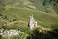 Останки боевой башни в долине Армхи, Ингушетия, горы Кавказа.jpg