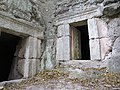 כניסה למערות קבורה בבית שערים.jpg