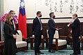 01.19 總統接見「英國在台辦事處新任代表鄧元翰」 - Flickr id 50851519642.jpg