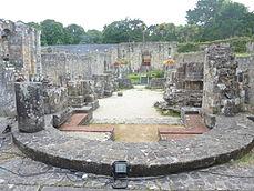 042 Les ruines de l'église abbatiale romane de Landévennec 1.JPG
