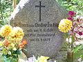 0908130272 - Jeziorki - zespół dworski i folwarczny - grób ostatniego właściciela.JPG