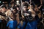 11.01 索羅門群島等待迎接總統前來的排笛舞群 (38062229622).jpg