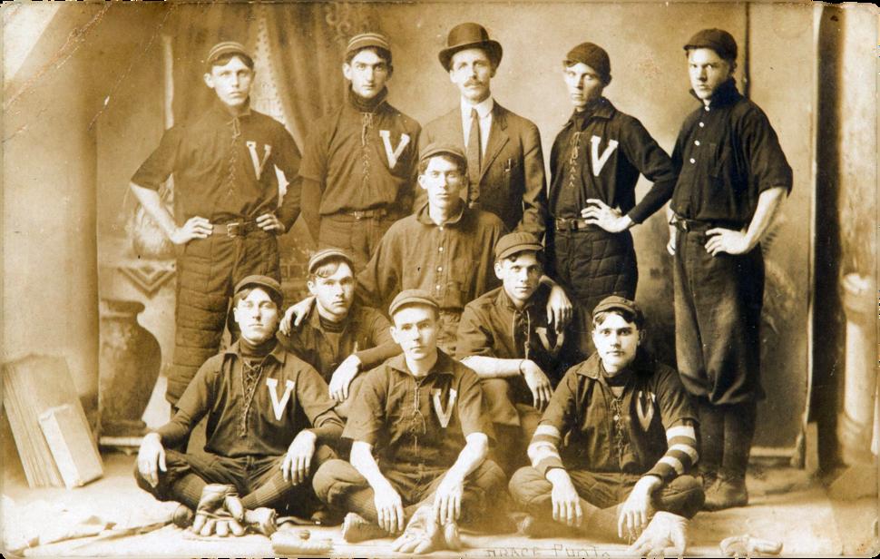 1907 Shoeless Joe Jackson on Victor Mills team