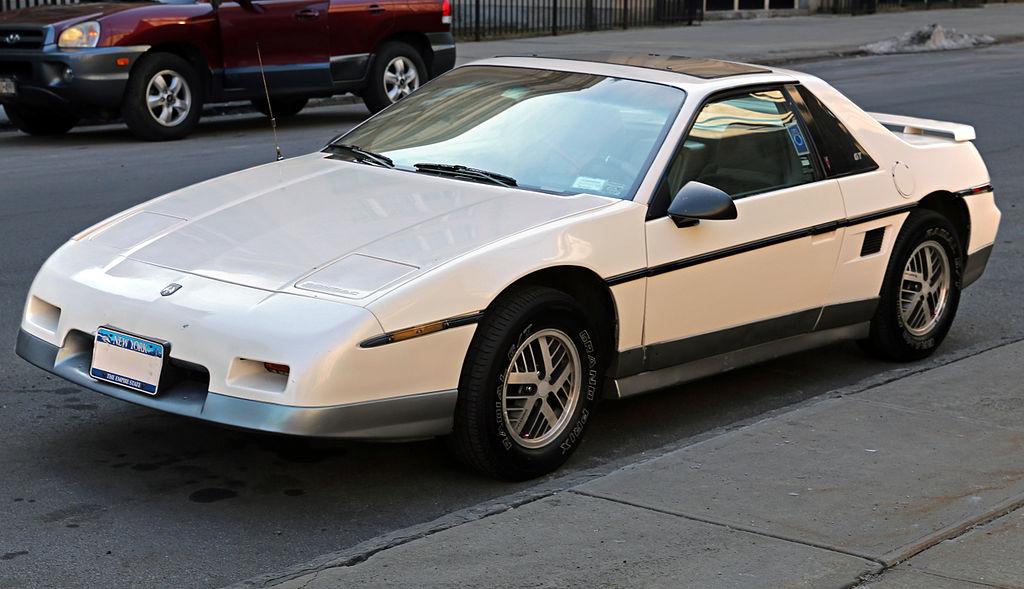 File:1985 Pontiac Fiero GT front left.jpg