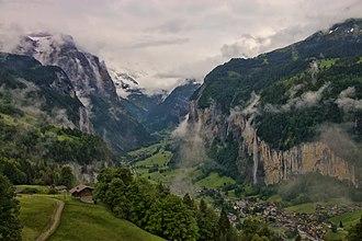 Lauterbrunnen - Image: 1 lauterbrunnen valley 2012
