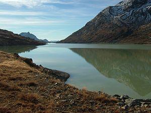 Lago Bianco - Image: 2007 10 Berninabahn 041020