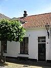 foto van Laag gepleisterde huisjes met rechte kroonlijst