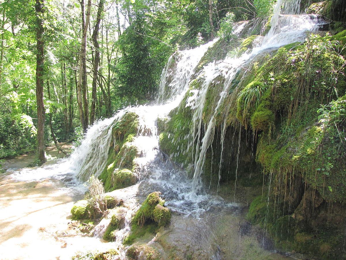Une L�gende De La Cascade: Roquefort-les-Cascades