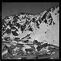 3.3.65. Pic du Midi et village de la Mongie dans la neige (1965) - 53Fi5074.jpg
