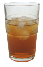 Un bicchiere di kombucha preparato con tè nero