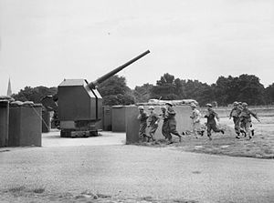 1st Anti-Aircraft Division (United Kingdom) - The crew of a 4.5-inch static AA gun at Clapham Common take post in August 1940