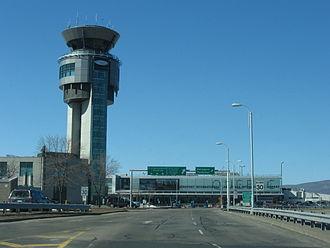 Québec City Jean Lesage International Airport - Image: Aéroport Jean Lesage