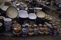 ASC Leiden - van Achterberg Collection - 03 - 42 - Un marché au bord du fleuve Niger. Une présentation de plats - Ségou, Mali - novembre-décembre 1993.tif