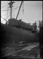 A railway sleeping car being loaded onto S S Waihemo at Dunedin Wharf. ATLIB 294203.png