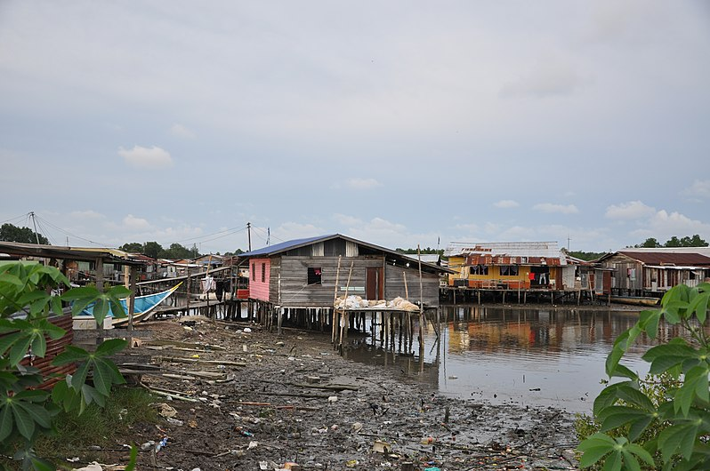 A rather squalid water village (11113420203).jpg