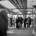 Aankomst op het Amstelstation, voor haar laatste intocht in Amsterdam als koningin-regentes, Bestanddeelnr 255-7249.jpg