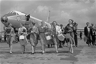 Bolshoi Ballet - Arrival of soloists of the Bolshoi Ballet at the Schiphol airport, 9 June 1960