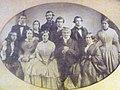 Agustín Nathaniel Cox Lloyd y familia.jpg