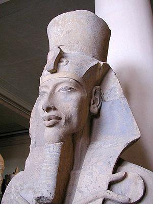 Amarna Period - Image: Akhenaten statue