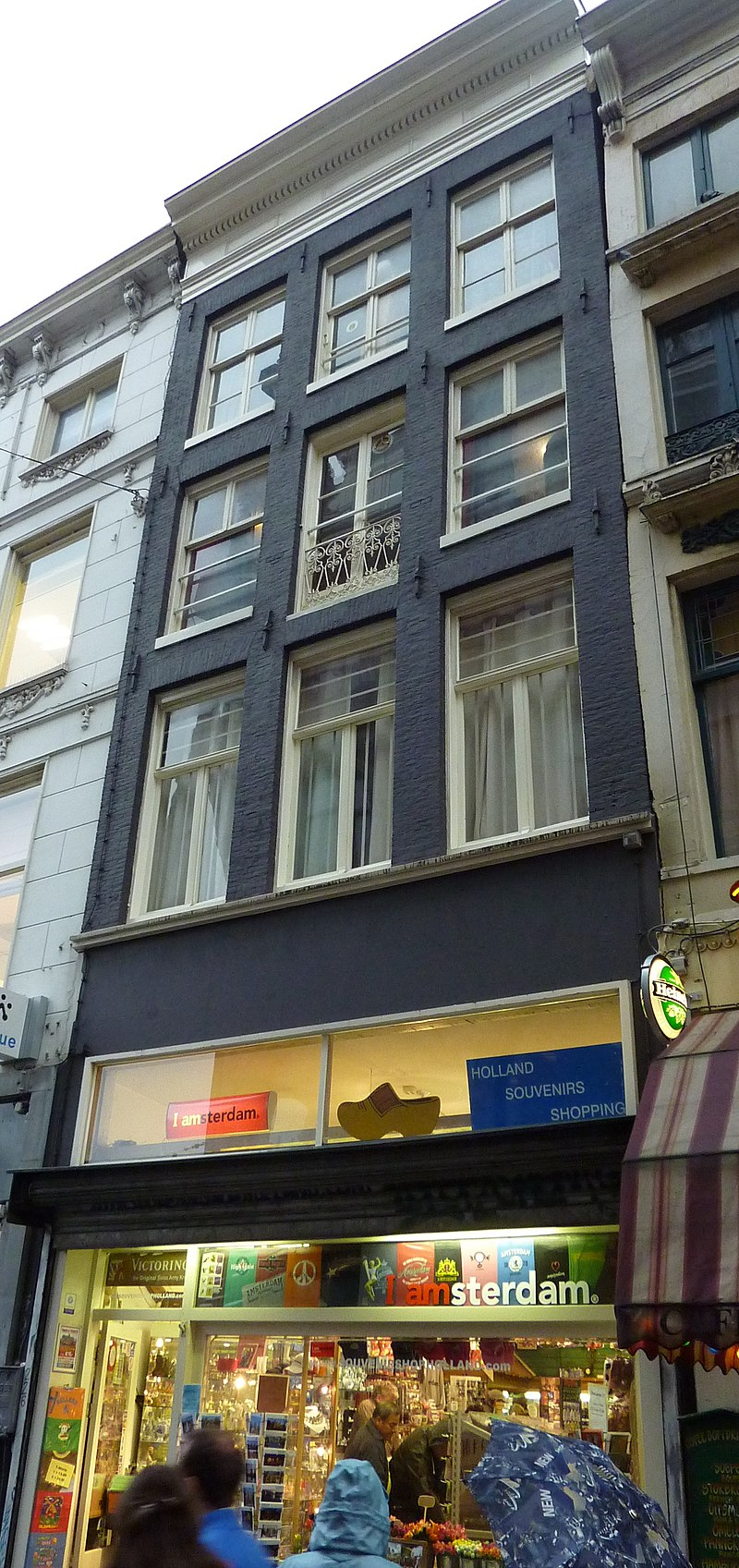 Tassen Nieuwendijk Amsterdam : Pand met gevel onder rechte lijst in amsterdam monument