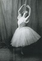 Anna Pavlova in Les Sylphides 1909.jpg