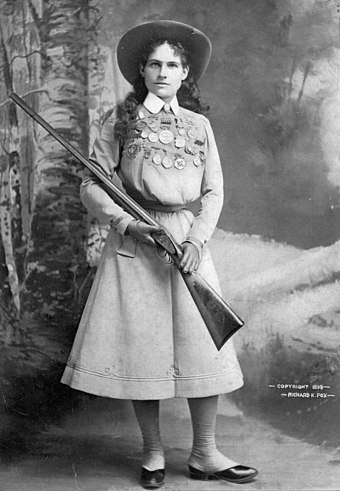 Oakley c. 1899 Annie Oakley - Full length photograph circa 1899.jpg