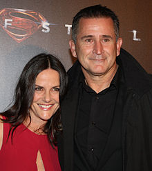 Anthony LaPaglia and Gia Carides at the Man of Steel premiere in Sydney (9123807673).jpg